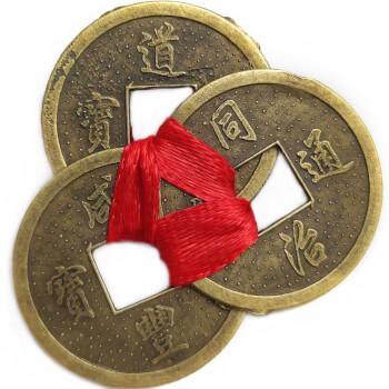 Amuleta trei monede chinezesti Feng Shui legate cu fir rosu, simbol al bogatiei, pentru protectia de pierderi si ghinioane