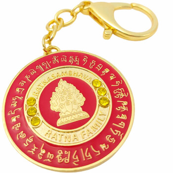 Breloc Ratnasambhava Buddha, amuleta pentru intelepciune, stabilirea egalitatii in casa si la serviciu, metal, rosu