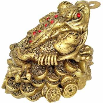 Broasca Feng Shui pe soclu de dimensiuni mari, amuleta banilor, cu pietre rosii pentru dragoste si monede chinezesti pentru noroc, 13 cm