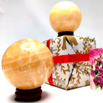 2 sfere piatra naturala, simbol pentru intarirea resurselor si de eliminarea energiei negative, cadouri personalizate cu minifelicitare