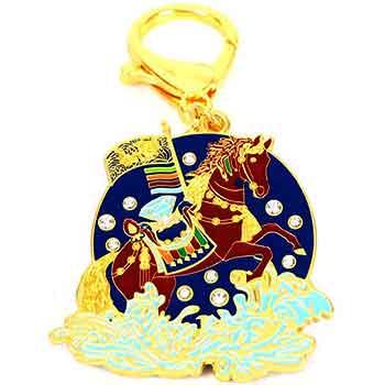 Amuleta succes breloc cu Calul de vant Lung Ta, pentru amplificare putere interioara si de munca, metal calitate