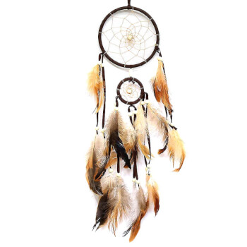 Dream catcher traditional, ornament protectie cosmar, 3 cercuri maro cu pene crem