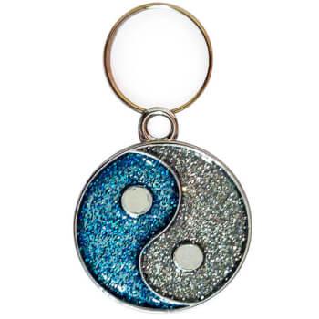 Pandantiv Yin Yang cu pietricele albastre, simbol pentru echilibru si armonie, pentru brelocuri sau coliere, metal argintiu