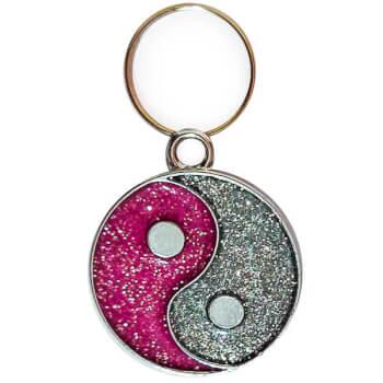 Pandantiv Yin Yang pietricele roz, simbol pentru echilibru si armonie, bijuterie de geanta sau breloc
